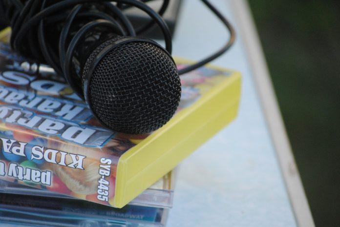Domowe karaoke – jaki mikrofon wybrać?